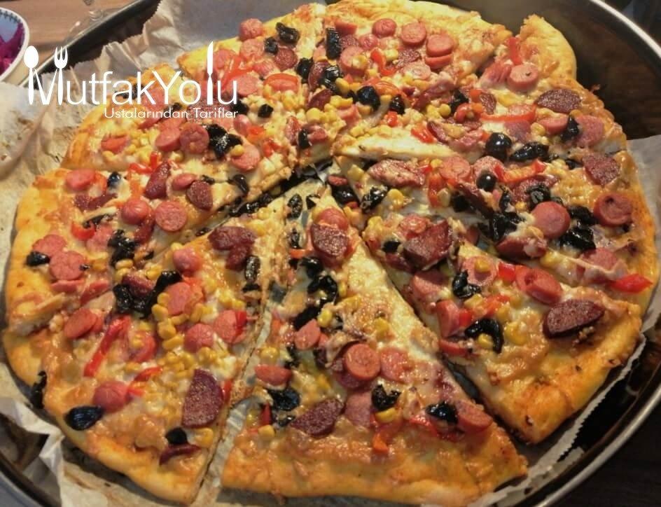 Aile Boyu Karışık Pizza Tarifi