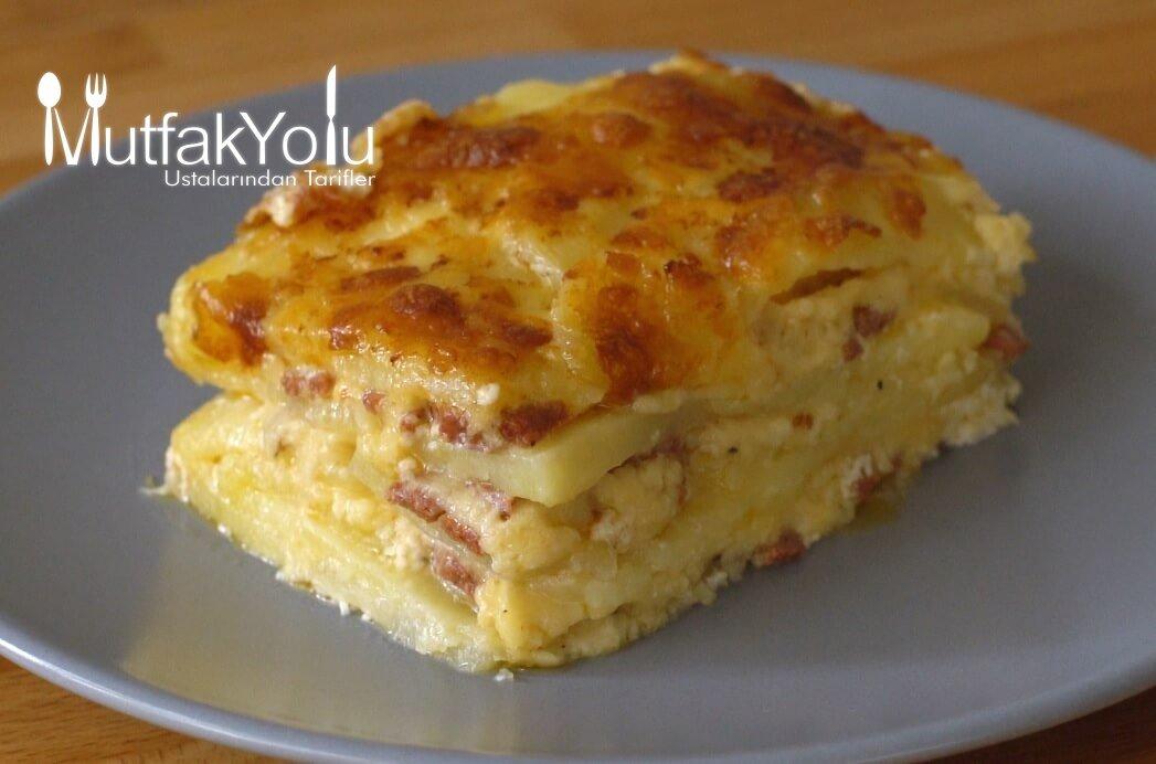 Tereyağlı Sucuklu Peynirli Fırında Patates Tarifi