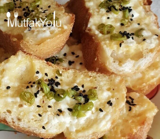 Peynirli Bayat Ekmek Kızartması Tarifi