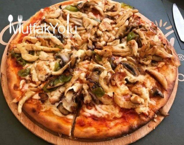 Tavuklu Sebzeli Pizza Tarifi
