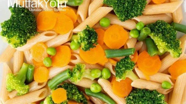 Brokoli, Bezelye ve Havuçlu Diyet Makarna Tarifi