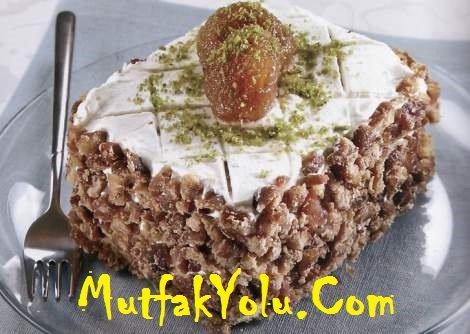 Kestaneli Yaş Pasta Tarifi – Yılbaşı Pastası