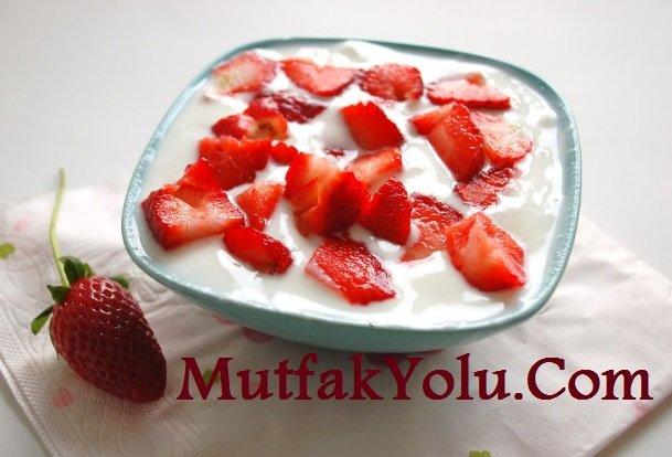 Kolay Meyveli Yoğurt Tarifi
