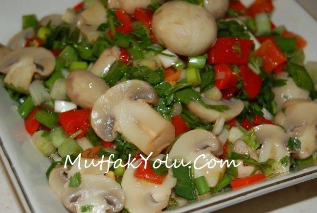 Garnitürlü Mantar Salatası Tarifi