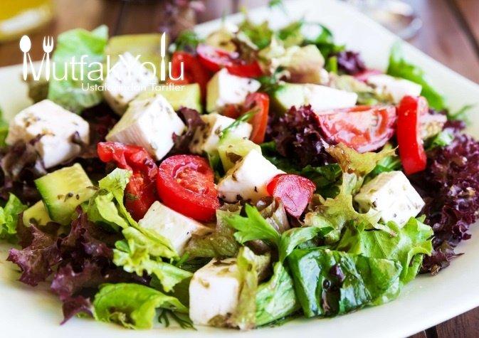 Gerçek Akdeniz Salatası Tarifi