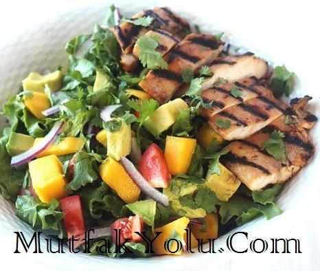 Ballı ve Limon Marineli Tavuklu Avokado Salatası