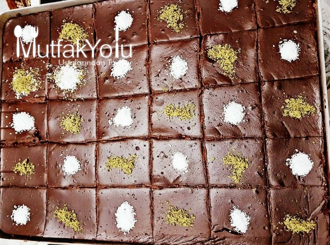 Tepside Çikolatalı Yaş Pasta Tarifi